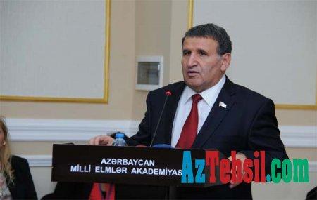 Azərbaycan təhsilində fəlsəfə və informatika fənləri proqram və dərsliklərin əhatəsində yoxdur.